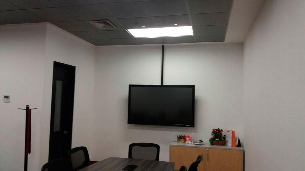 Soporte para colgar el televisor en el techo altura for Soporte para tele