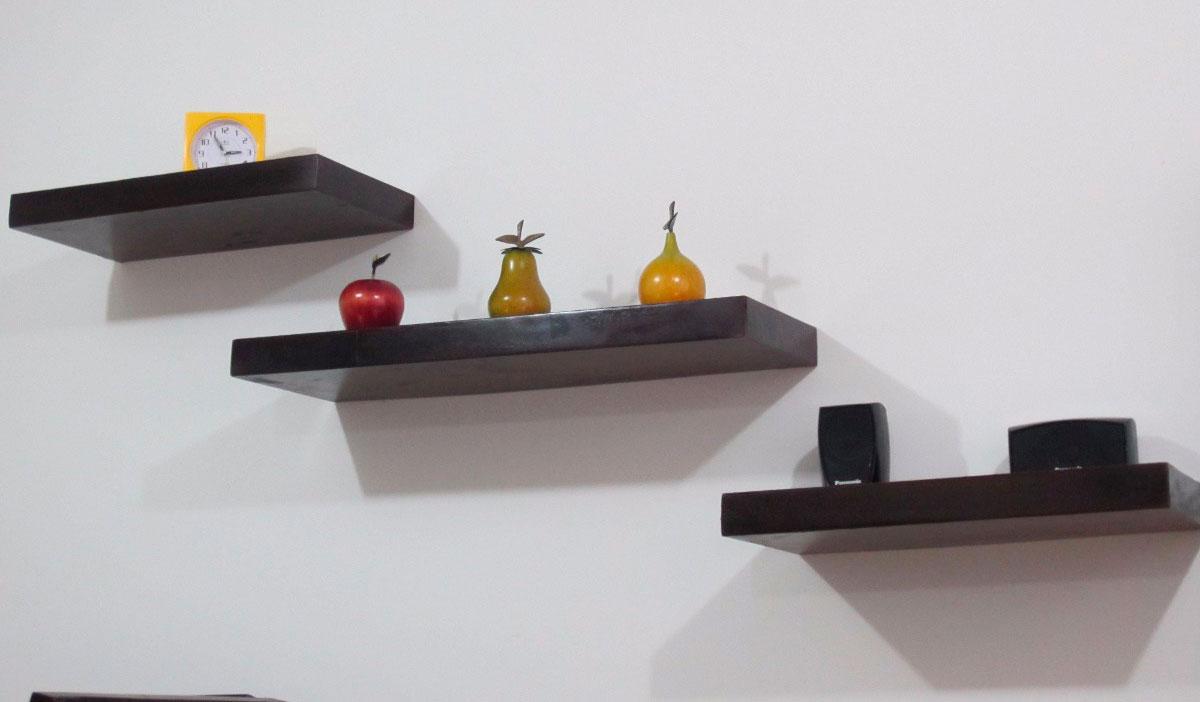 Repisa flotante en madera vidrio para accesorios del for Banos con repisas de vidrio